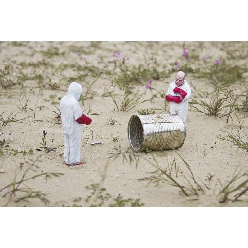 Isaac Cordal - The Campbells